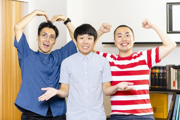ハナコ 左:菊田竜大(32歳)中央:秋山寛貴(28歳)右:岡部大(30歳)。2014年結成。18年の「キングオブコント」で優勝して若手をけん引(写真:吉岡教雄)