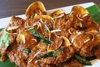 マルワイ(ハマグリ)の「スッカ」(1499円・税別)。スッカとは、肉や魚介類をココナツ、ギー、各種スパイスを使って炒めたマンガロール料理