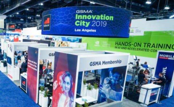 MWCはスペイン・バルセロナをはじめ、中国・上海や米ロサンゼルスでも開催される世界的な携帯見本市(写真は2019年10月に開催された「CTIAと共催するMWCロサンゼルス」の模様、出所:GSMA)