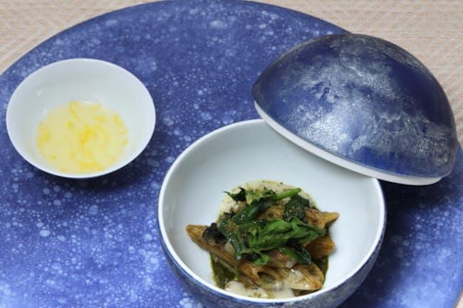 ゴルゴンゾーラを使ったイタリアの定番パスタ料理に和食材を合わせた一品。「SALONE2007(サローネドゥエミッレセッテ)」のシェフ、弓削啓太さんがイタリアのパスタ料理大会で優勝した料理だ。昨秋コース料理の一品として出されたが、今後も年に1度はコースに組み入れる予定