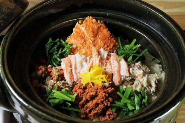 コースのシメは兵庫県香住(かすみ)産の香住ガニを使った炊き込みご飯