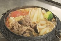 普段は神戸牛を使ったすき焼きのコース料理だが、今回は特別に淡路牛を使用した。すき焼きのコース料理は13800円から
