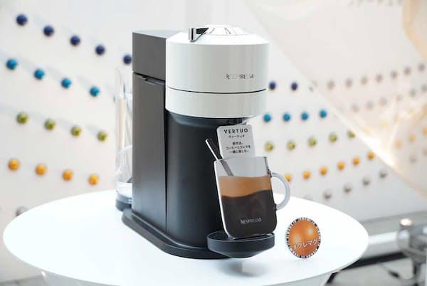 「ヴァーチュオ」のカラーバリエーションはホワイト(2万900円・税込み、以下同)、チェリーレッド(2万900円)、クラシックブラック(2万5300円)、ダーククローム(2万7500円)の4種類で、カプセルコーヒーは25種類(10杯分で864~1080円)