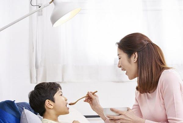育児・介護休業法の改正で時間単位の看護・介護休暇が取得できるように(写真はイメージ=PIXTA)