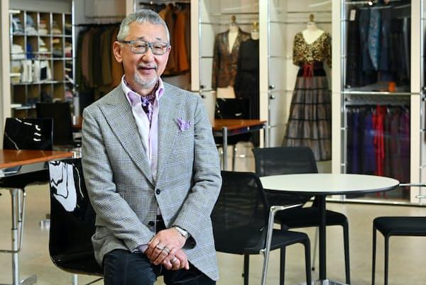 「西洋人よりも日本人の美意識の方が高いと僕は本気で思っています」と話すユナイテッドアローズ名誉会長の重松理さん(東京都港区のユナイテッドアローズ本社)