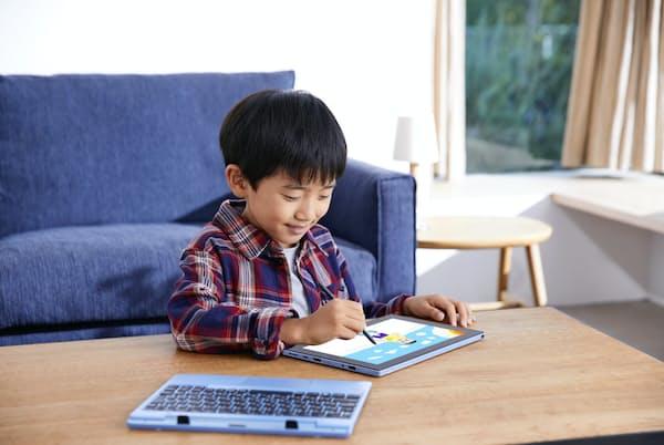 家庭で子供がパソコンを使って勉強する必要性が高まりそうだ(NECのラヴィファーストモバイル FM150/PAL)