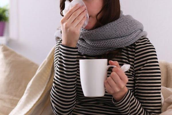 咳・倦怠感・発熱などの症状がある人は手洗い、マスク、自宅療養などの予防行動を徹底しよう。写真はイメージ=(c)Katsiaryna Lenets-123RF