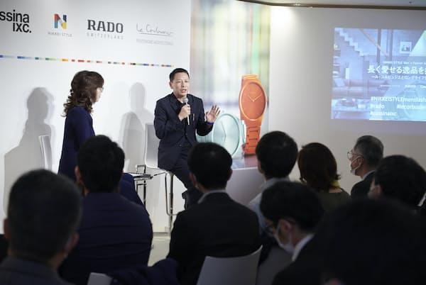 トークショーでは、松浦弥太郎さんが自ら撮影した画像を交えながら、愛用する身の回りの品々の魅力について話した(東京・港のカッシーナ・イクスシー青山本店)