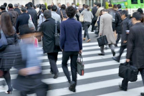 東京・丸の内の出勤風景(写真はイメージ