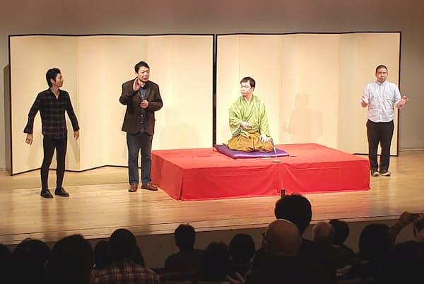 立川談笑さん(左から2人目)には二ツ目の弟子が3人いる(左から談洲さん、ひとりおいて筆者、笑二さん)