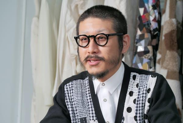 1980年東京都国立市生まれ。2001年バンタンデザイン研究所卒、03年早大社会科学卒。同年、服飾ブランド「アンリアレイジ」創業。伯父(おじ)は編集者・作家の森永博志氏。