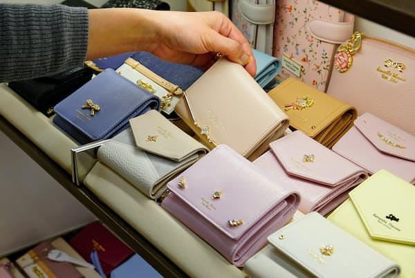 「サマンサタバサ」プチチョイスの折り財布(西武池袋本店)