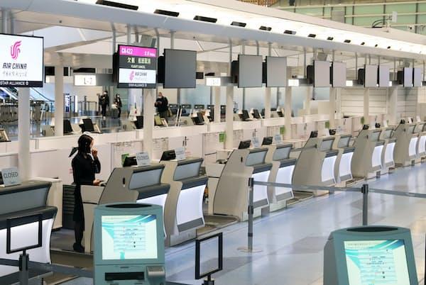 北京便が欠航した中国国際航空のチェックインカウンター(5日、羽田空港国際線ターミナル)