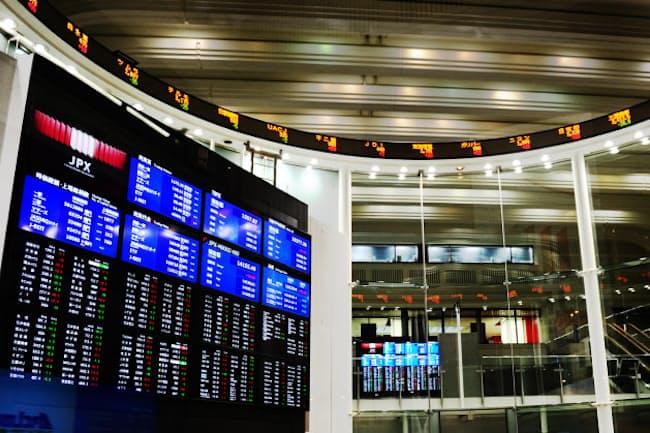 円急騰は輸出関連企業にとって業績の押し下げ要因となる(東証)
