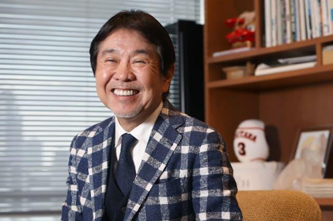 「渋野日向子選手は笑顔がすてきですよね。僕、似ていると言われるんです」と笑うビームス社長、設楽洋さん(東京都渋谷区のビームス本社)