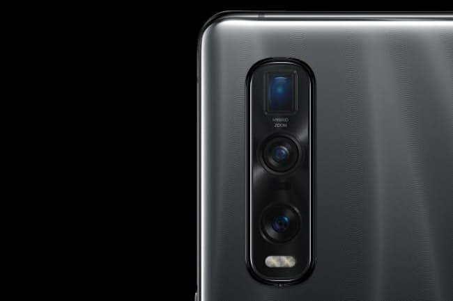 中国OPPOのFind X2 Pro。3つのカメラを内蔵し、一番下が1/1.4インチの大型センサーになっている