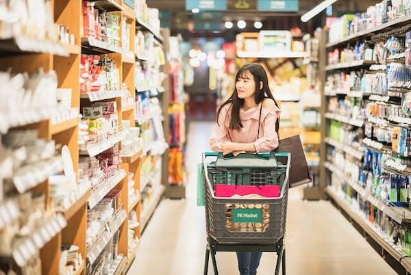 食材の買い方を見直すと月1万円の節約も(写真はイメージ=PIXTA)