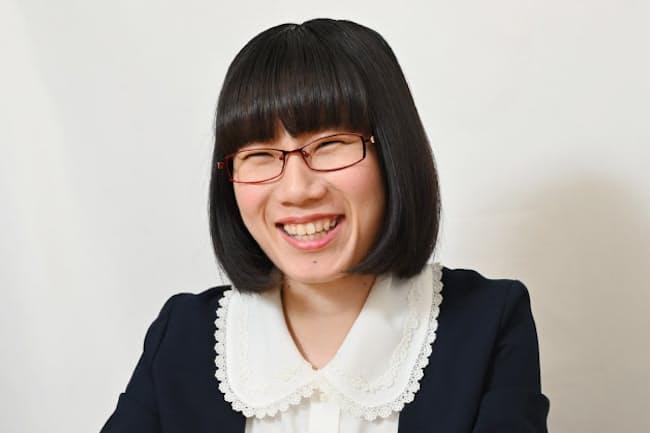 1993年横浜市生まれ。慶応義塾大学大学院政策メディア研究科修了。お笑いを通して社会問題を伝える「お笑いジャーナリスト」として活動している。著書に「政治の絵本」。