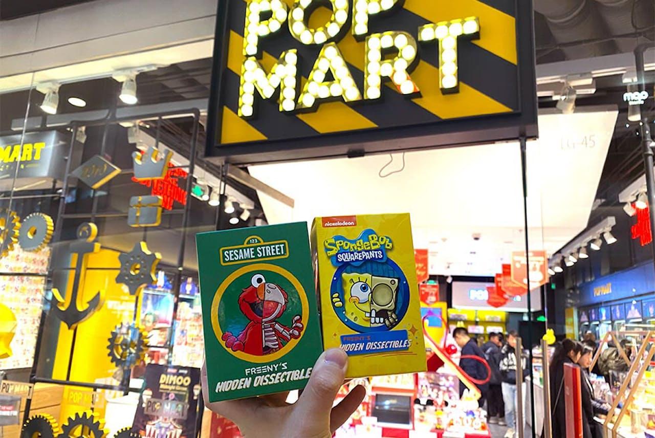北京市内の「POP MART」前で撮影した「盲盒(ブラインドボックス)」