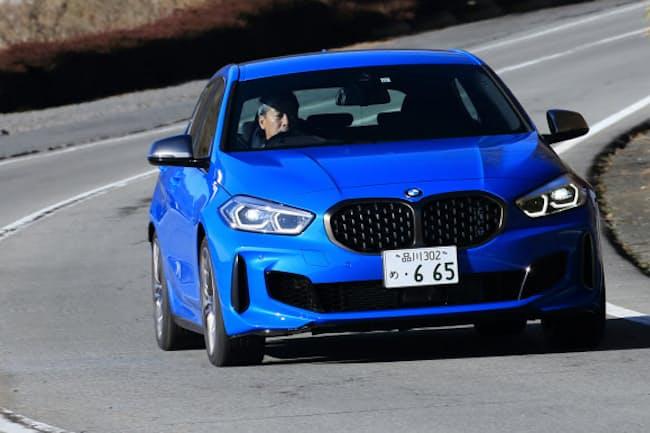 「BMW M135i xDrive」を試乗し、ハンドリング性能などを確かめた(写真:荒川正幸、以下同)