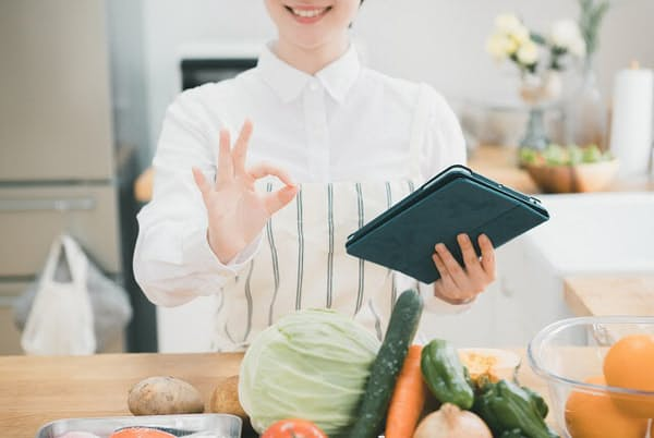 1週間献立計画を立てることで毎日の晩ご飯作りが楽になる(写真はイメージ=PIXTA)