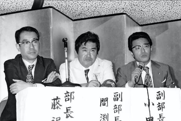 藤沢通夫氏(左)に旅館のあり方を教わった(右が本人、旅館業界の会合で)