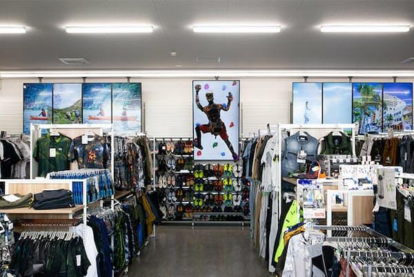 「W's Concept Store さいたま佐知川店」は、時間帯によってワークマンとワークマンプラスが切り替わる仕掛けを盛り込んだ。写真はワークマンプラスバージョン