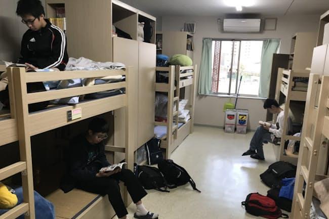 中学生は異学年8人の大部屋生活(一部加工しています)