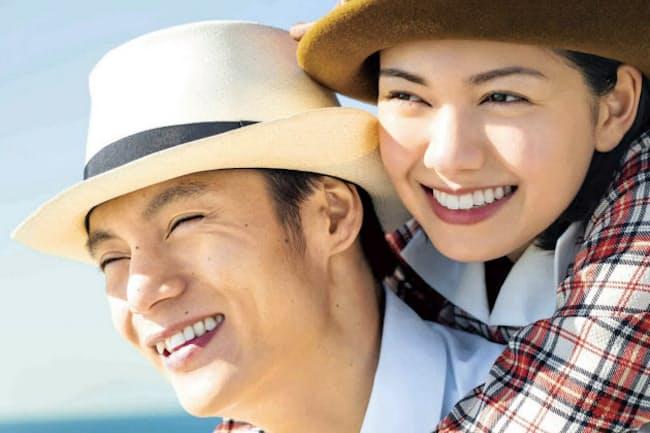 「エール」に出演する窪田正孝(左)と二階堂ふみ