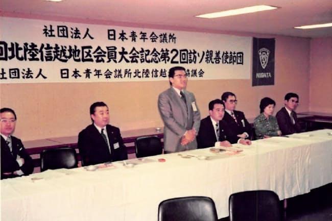 JCの活動でスピーチや議論を鍛えられた(1975年、立っているのが本人)