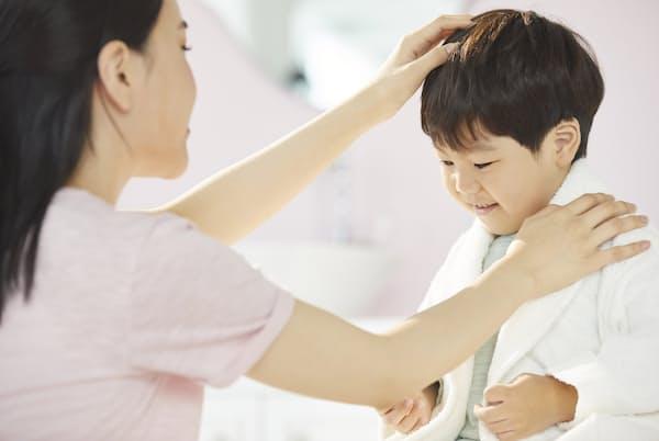子どもの情緒安定に最も大切なのは良好な親子関係だという(写真はイメージ)=PIXTA