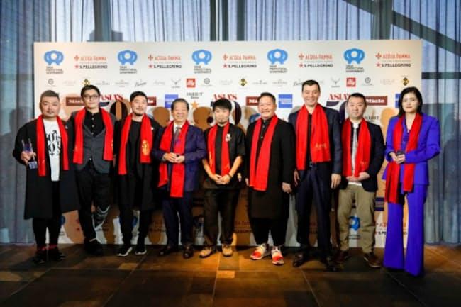 「アジアのベストレストラン50」で受賞したシェフらの表彰式が小規模で開催された(都内)