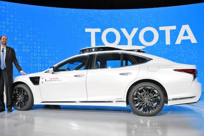 トヨタ自動車が公開した自動運転実験車