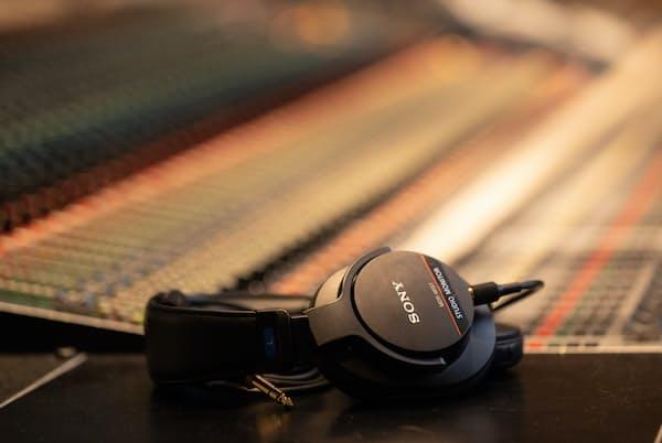 ソニーが2019年に発売したスタジオモニターヘッドホン「MDR-M1ST」