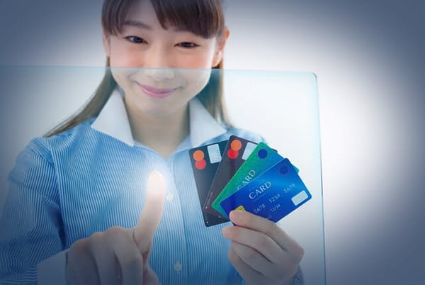 クレジットカードの支払い方法には要注意(写真はイメージ=PIXTA)