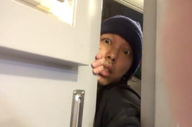 俳優に参考にしてもらうため、上田慎一郎監督は自演した自撮り映像を制作(監督のツイッターから)