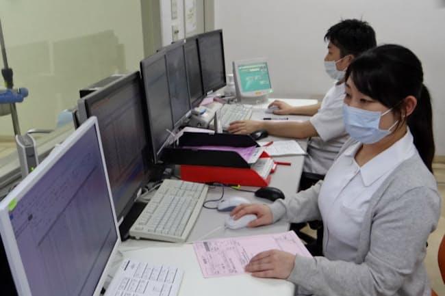 東京歯科大学市川総合病院はロボットを使い患者の腎機能の異常をチェックする(千葉県市川市)