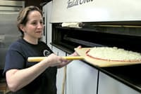 「パッツ・ピザ」はシカゴで最も薄いパイ生地で有名