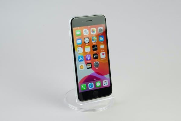 新登場のiPhone SE(第2世代)は、4.7インチディスプレー搭載の小型モデルだ