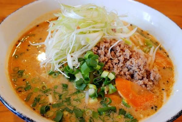「麺処八峰」の「安養寺味噌担々麺」はゴマと味噌の風味が食欲をそそる