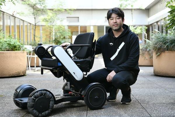 WHILLの杉江理CEOは自動運転機能付きの電動車いすの実用化実験に取り組んでいる
