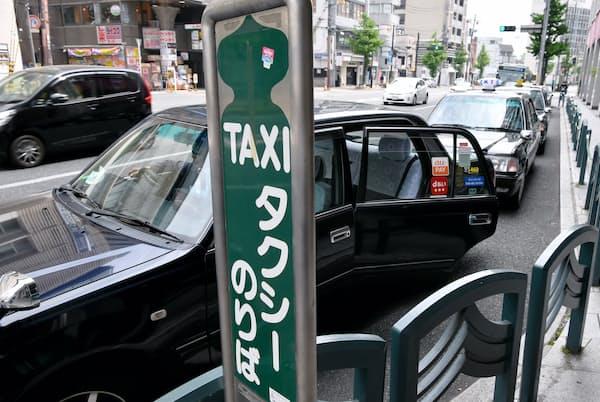 コロナ禍はタクシー需要も冷え込ませた(5月3日午後、京都市下京区の乗車場)