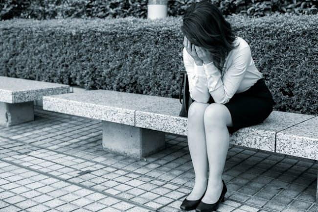 成人後に幼少期の虐待の記憶に苦しむケースが多い(写真はイメージ=PIXTA)