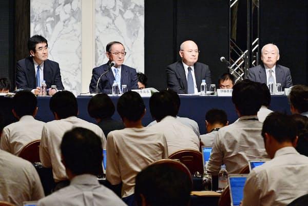 東芝の第三者委員会は内部統制機能の不備を指摘した(2015年7月の記者会見)