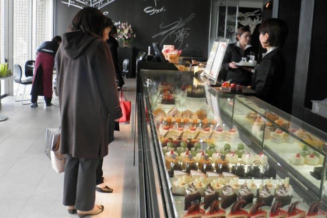 洋菓子事業にも進出した(加賀屋の本館近くで営むケーキ店)