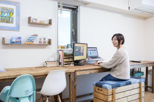勝見彩乃執行役員はリモートワークを求めて転職先にキャスターを選んだ(自宅勤務の様子)