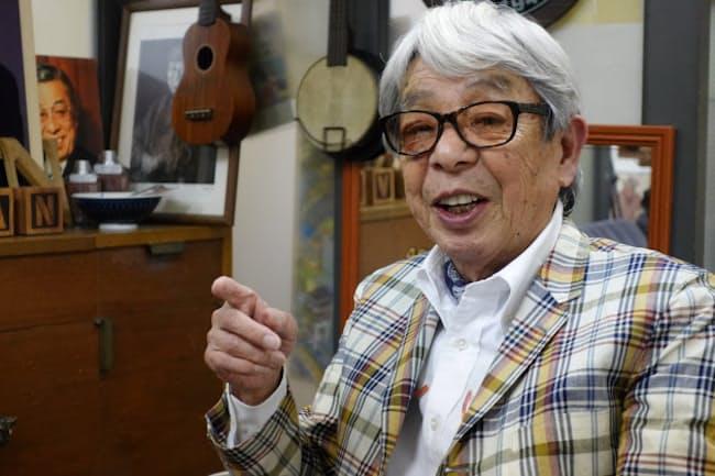 石津祥介さんは「時計はもっと生活に密着した、生活用具であるべきですよ」と話す