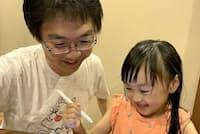 ゲーム仕立てのタブレット教材は子供もなじみやすく、親子で過ごす楽しい時間をつくり出してくれる