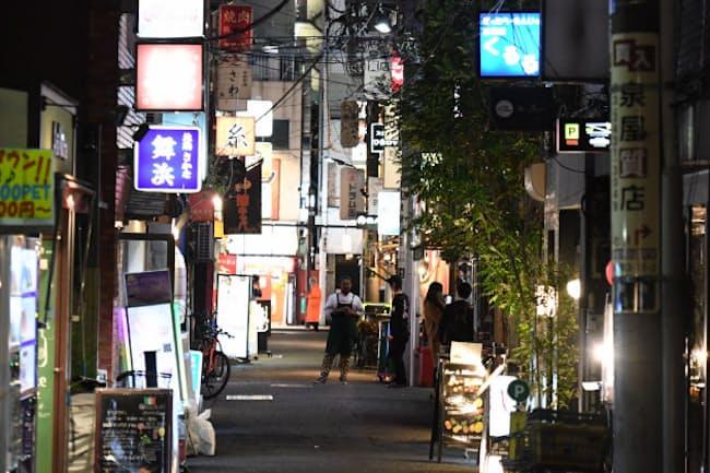 閑散とする飲食店街(4月2日、東京都港区)