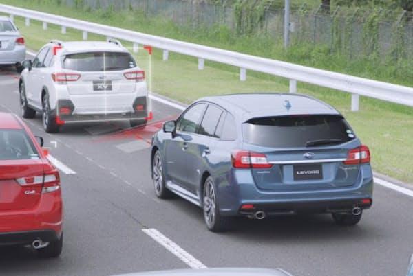 最新のアイサイトには、高速道路でアクセル、ブレーキ、ステアリング操作を支援する「ツーリングアシスト」を搭載する